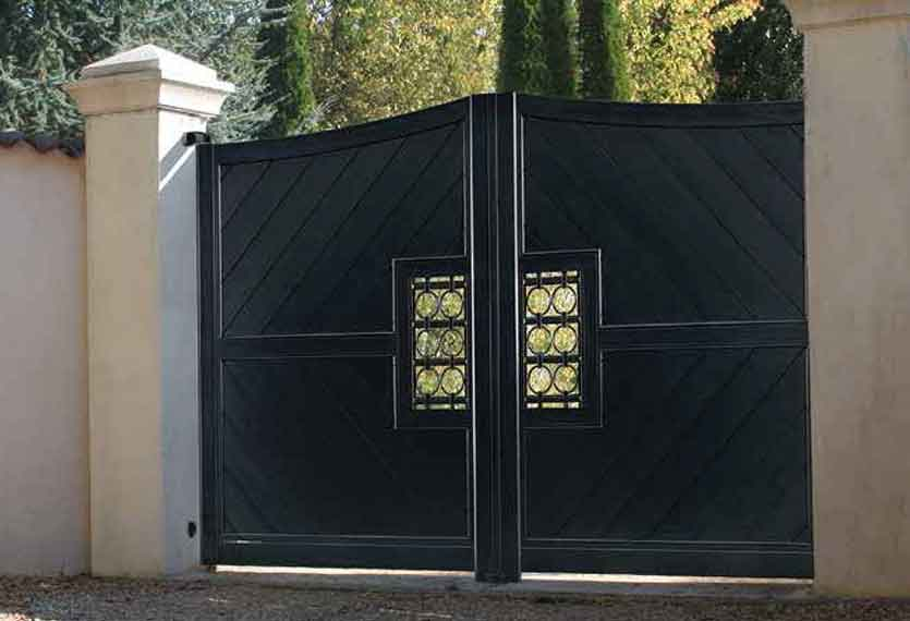 Horizal Confidence Collection - Providence Aluminium Swinging Gates with Diagonal Boards