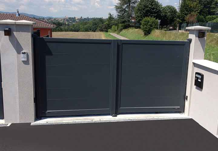 horizal contemporary painted aluminium gate