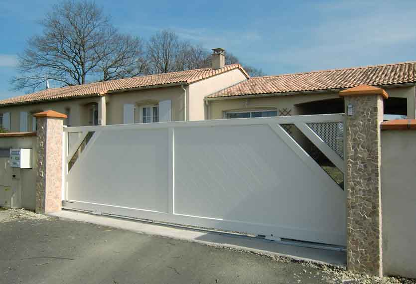 Horizal Revelation Collection - Kajam Aluminium Sliding Gates - Perforated and Glazed