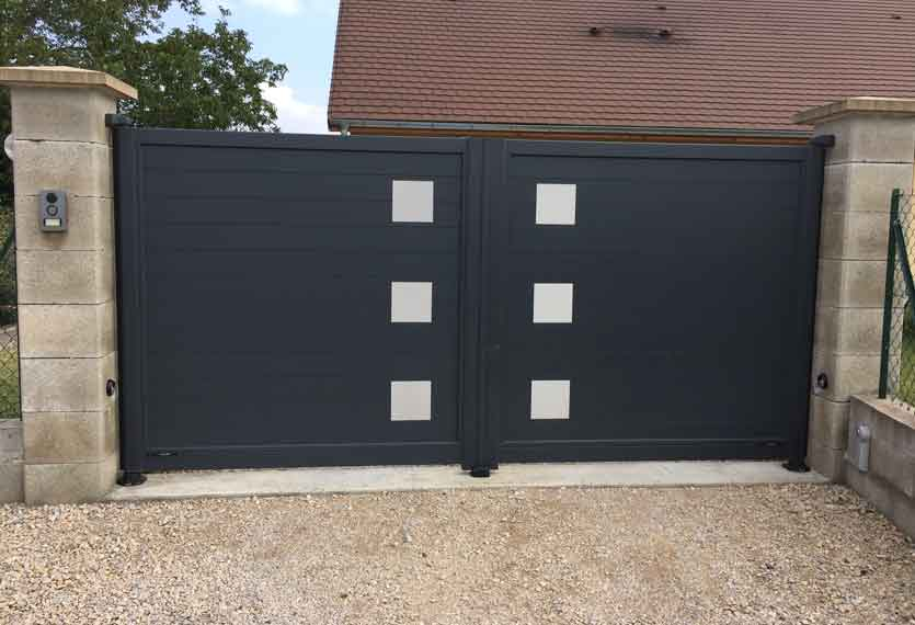 Horizal Stainless Collection - Aluminium Swing Gates