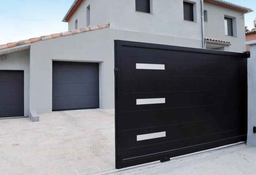 Horizal Stainless Collection - Senso Aluminium Sliding Gates with Large Boards