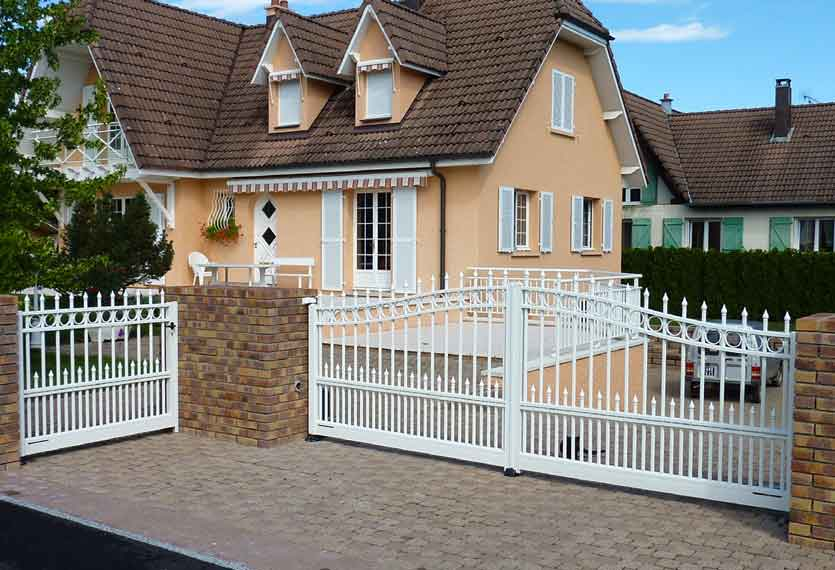 Jonquille aluminium swinging gate