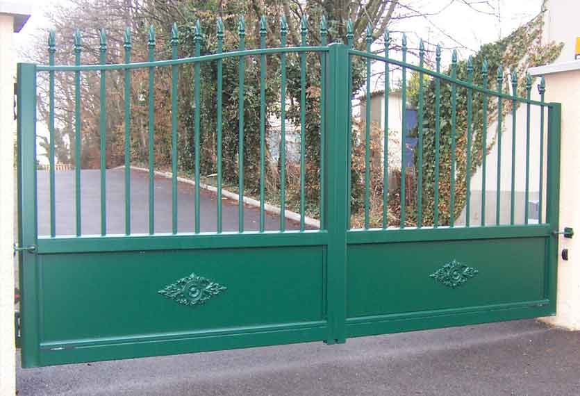 Ketmie aluminium swinging gate
