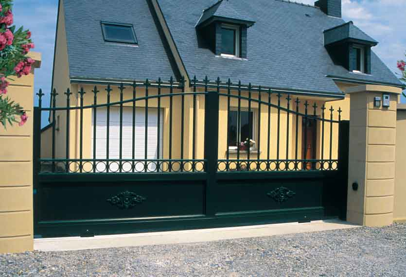 Liparis aluminium swinging gate