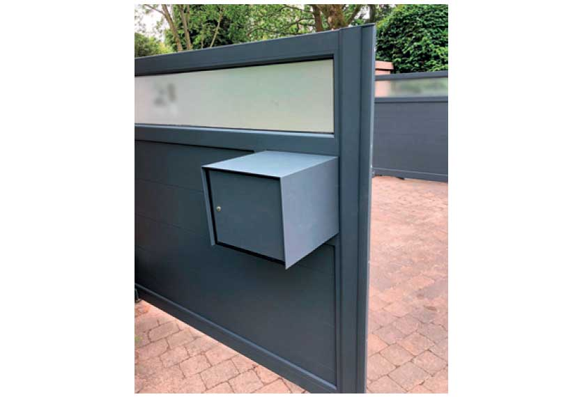 Horizal Lazerglass Collection - Letterbox built into the gate - Aluminium Gates
